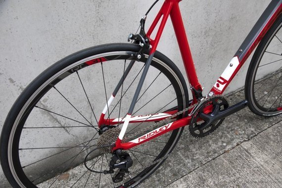 Road bicycle RIDLEY FENIX C - 105 ML – color FEC-03AS (Red-Red Metallic-White)