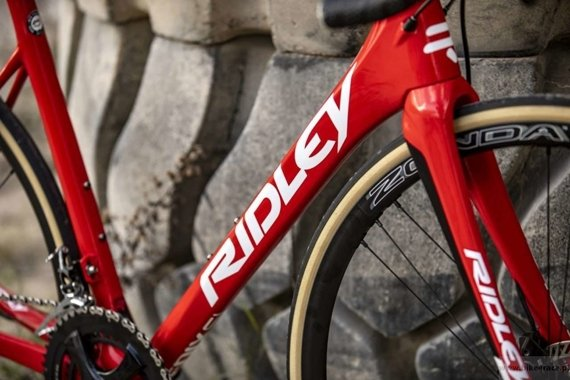 Road bicycle RIDLEY FENIX SL DISC - Ultegra Hydraulic Disc – color R-FSD-09AS (Lotto-Soudal Team Replica)